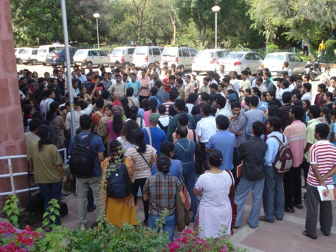 JNU students protesting after Aishvarya's death in JNU campus